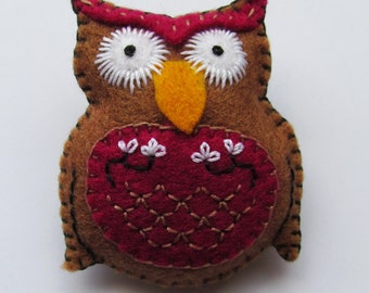 Owl embroidered felt brooch