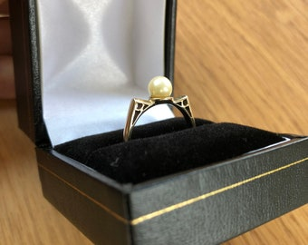 Vintage 9K gold and pearl ring