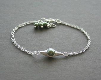 Pea Pod Bracelet, One Pea in a Pod Bracelet, Green Pea Bracelet, Mother Gift, Birthstone Pea Bracelet, Personalized PeaPod Bracelet