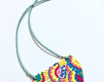 Emroidery of colour bibed necklace