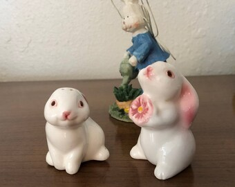 Easter Salt and Pepper Set / Vintage Avon /Easter Bunny Shakers / Salt and Pepper Collectible Bunnies