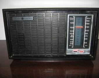 Vintage General Electric Table Top AM/FM Radio - Singapore