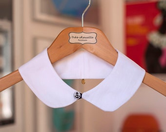 White cotton Peter Pan collar with nautical button closure