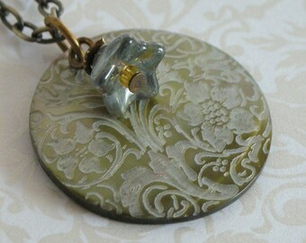 Floral Motif Shell Pendant - Moonlight