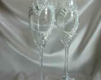 Romantic Wedding champagne glasses-Love Hearts Wedding toasting flutes-Flowers Toasting glasses-Wedding Gift-Glasses with hearts-Real Love