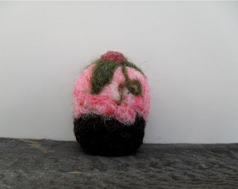 Cat toy catnip Cupcake, needle felted