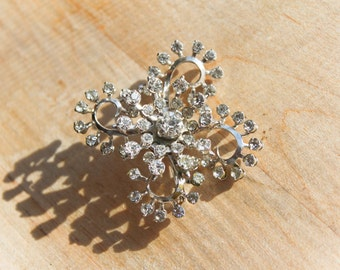 metal rhinestone brooch : pin flower sixties