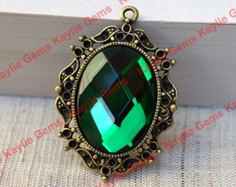 Emerald Glass Jewel Pendant Victorian Vintage Antique Brass Frame - 1pc