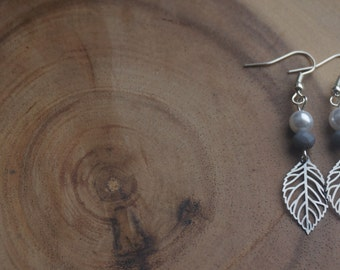 Earrings with silver leaf and mother of Pearl bead