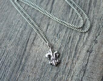 """Vintage Silver Plated Brass Fleur De Lis Necklace // Vintage 1950s 60s  Chain and Fleur De Lis Pendant // 18"""" Necklace"""