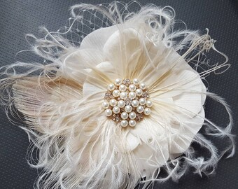 Ivory Bridal Fascinator, Wedding Fascinator, Bridal Comb, Wedding Hair Clip, Ivory Hair Fascinator, Feather  Fascinator, Feather Hair Comb