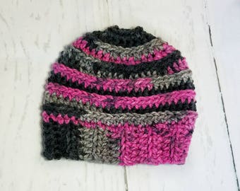 Messy Bun Hat.Ready to Ship//BLACK PINK Multi Messy Bun Beanie//Pom Pom//Crochet Hat//Runner Hat