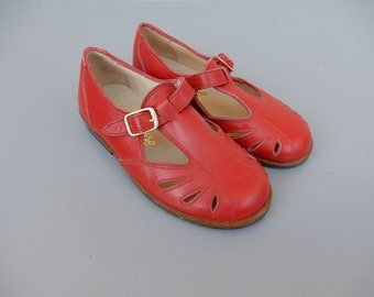 Vintage kid toddler girl red leather shoes handmade 1960s mary janes children