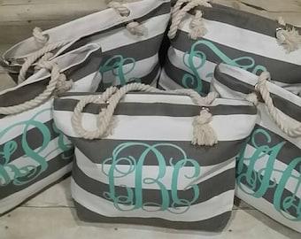 Set of 5 Monogrammed Beach Totes, Custom Bag, Wedding Gift, Bridal Party Gifts, Bridesmaid Tote, Personalized Bridesmaid Gift, Beach Bag