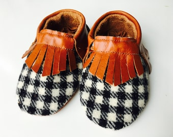 "Genuine leather moccasins in ""Tobacco"" and houndstooth wool"