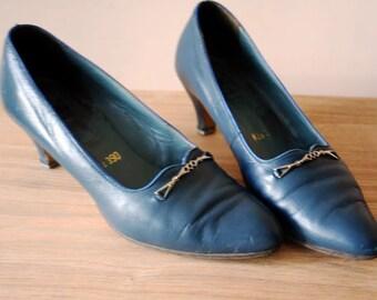 37 EU/7 US Vintage Leather Shoes/Blue Grey Shoes/Vintage Czechoslovak Shoes/Comfortable Shoes/1960s Shoes/Classic Pumps/Svit Shoes/60s Shoes
