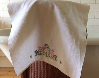 Vintage Embroidered Towel, Hand Towel, Vintage Linen, English Linens, Hand Embroidery, VTW16