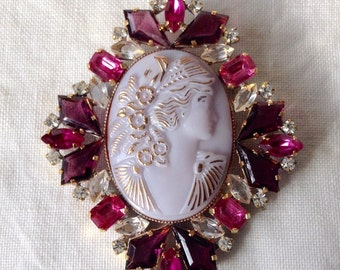 Superb vintage czech glass cameo brooch