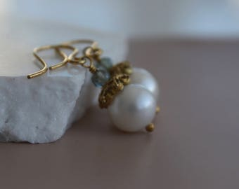 Pearl Earrings l Gold Vermeil Earrings l White Fresh Water Pearl Earrings l Fresh Water Pearl Earrings l Bridal Jewelry l Dangle Earrings
