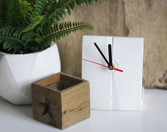 Concrete Clock | Free-standing Clock | Battery Operated Clock | Homeware | Urban | Industrial
