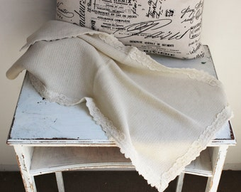 Vintage Ivory Knit Table Runner / Small Woven Tablecloth Doily / Fine Linens / Table Linen / Table Topper / Sofa Cover / Cottage Chic