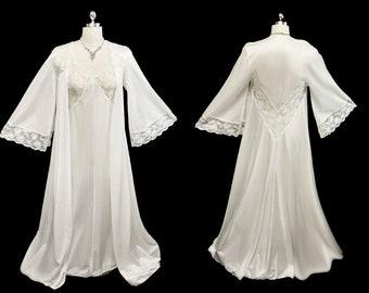 SALE  Vintage Bridal Miss Elaine Lace Silky Nylon Peignoir & Nightgown Set w Angel Sleeves in Star Dust white peignoir set lace peignoir set