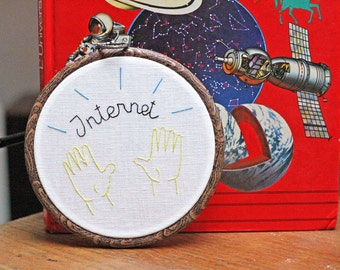 Praise the internet / 13cm (5.11inches) hoop embroidery - tambour brodé motif internet emoji