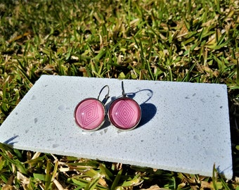 Watermelon pink diamond print drop earrings.