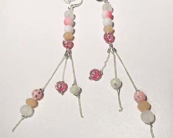 Dangling earrings with chain fine and glass beads