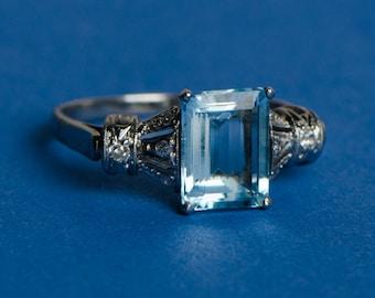 Vintage Aquamarine Platinum and Diamond Ring Late Art Deco