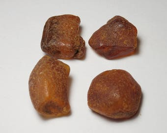 P85 - set 4 pieces of amber UN-drilled