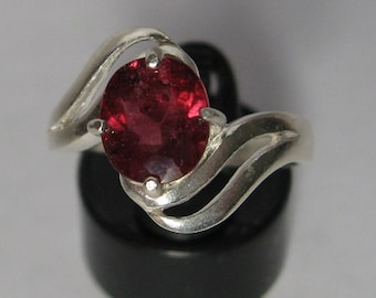 RARE!  Red tourmaline 2.05 ct natural  & sterling silver 925 ring size 8.25