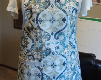 Easy to clean full apron with lovely blue/tan/white design-wipeable!