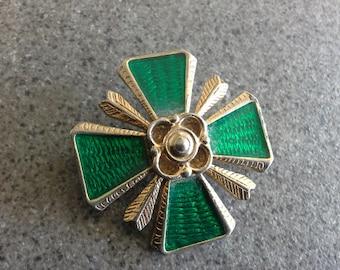 Vintage Art Deco Emerald Green Enamel & Gold Tone Maltese Cross Brooch Pin