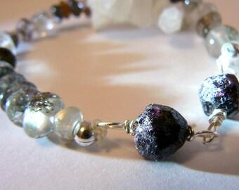 Raw red Garnet gemstone stretch bracelet - Phantom gemstone bracelet. Women gemstone jewelry. Boho garnet bracelet -Lodolite bracelet