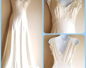 Vintage 30s Julius Garfinkle Co peignoir nightgown creme nylon lace bridal honeymoon lingerie sleepwear