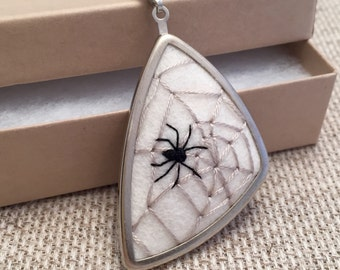 Spider Web Necklace, Nature Lover Gift, Bug Jewelry, Insect Jewelry, Spider Necklace, Spider Jewelry, Bug Necklace, Insect Nevklace, Unique