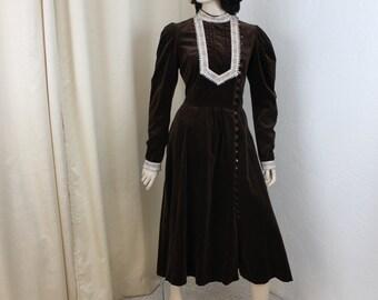 Vintage 1970s Gunne Sax Velvet Peasant Floral Prairie Dress