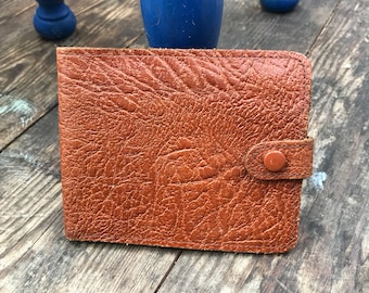 VINTAGE LEATHER WALLET: Lovely sized wallet with card, notes and driving license sections.