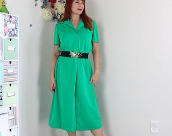 1970s Vintage Dress - Green - Shift Dress - Midi - Short Sleeve - Day Dress - Summer Spring - Med/Lg - Office Appropriate - Modest