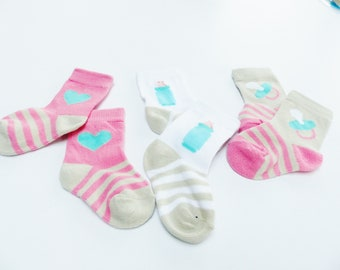 3 pairs of baby socks baby bottle nipple and heart-6-9 months months 68-74