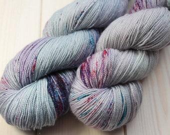 Skein hand dyed superwash Merino, Nylon and Stellina - Fingering - (5/20/75) - 100 g / 400 m - Unik Navy/purple/blue