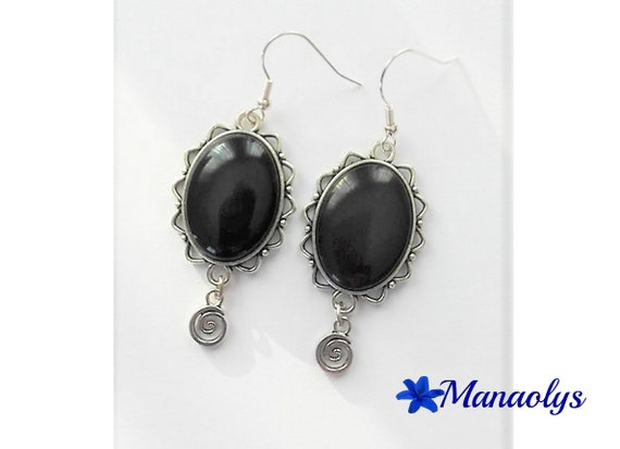 Black resin, silver round charms 3040 oval cabochon earrings