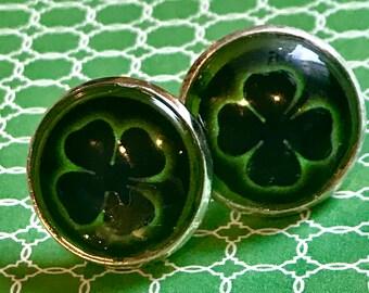 Shamrock glass cabochon earrings - 16mm