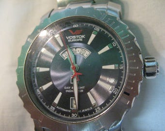 S 198g Original VOSTOK EUROPE AUTOMATIC Day and Night Russian Wrist Watch 32 jewels