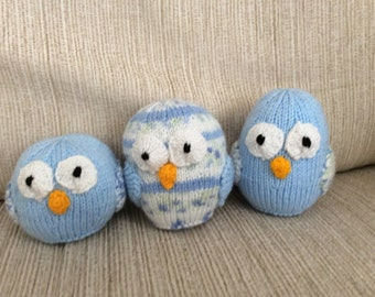 Family of 3 knitted owls in blues
