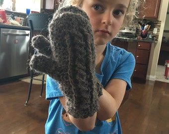 Gray cable mittens