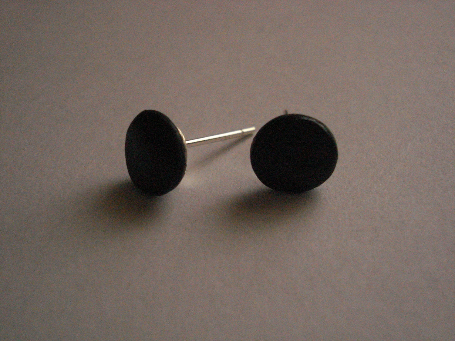 small flat disc cla earrings product stud