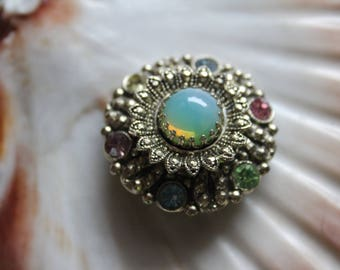 Vintagebrosche-filigree brooch with cabochon and pastel glass stones, rhinestones-fashion jewellery-beautiful for Baroque and Rococo celebrations