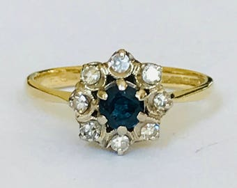 Stunning vintage 18ct gold Sapphire & Diamond cluster ring - fully hallmarked